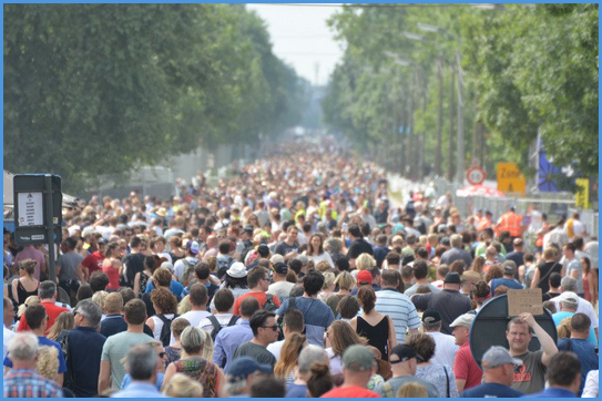 crowd traffic